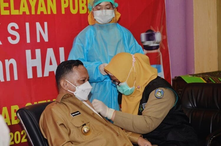 Bupati Situbondo Jalani Penyuntikan Vaksin Covid-19